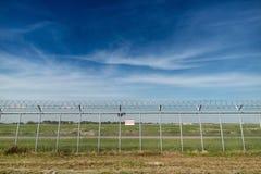 Cerca del área restricta de la seguridad aeroportuaria Foto de archivo libre de regalías