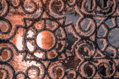 Cerca del hierro cubierta con los cristales de la helada Foto de archivo libre de regalías