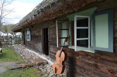 Cerca del instrumento musical de la casa vieja Imagenes de archivo