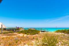 Cerca del paraíso de Playa de la playa de la isla de Cayo largo, Cuba Copie el espacio para el texto Foto de archivo libre de regalías