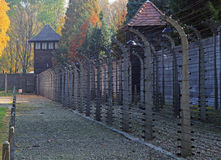 Cerca do barbwire no campo de concentração Auschwitz mim fotografia de stock