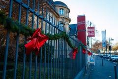 A cerca e a entrada do museu Giersch, uma galeria de arte em Francoforte - am - cano principal Imagens de Stock