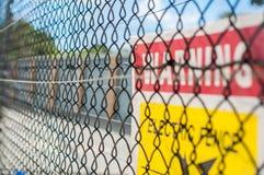 Cerca eléctrica amarilla Foto de archivo
