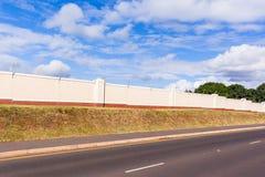 Cerca electrificada Boundary Wall Imágenes de archivo libres de regalías