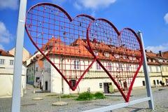 Cerca en forma de corazón con las cerraduras en Maribor, Eslovenia Imagenes de archivo
