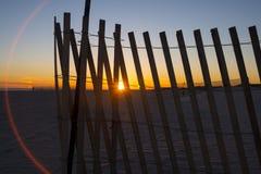 Cerca en la playa durante puesta del sol Imagen de archivo
