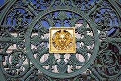 Cerca forjada del hierro en la plaza Castello en Turín Fotografía de archivo libre de regalías