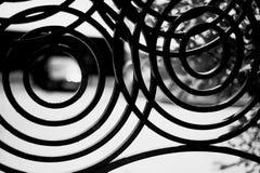 Cerca forjada do metal Círculos do desenho Cerca decorativa fotografia de stock royalty free