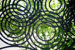 Cerca forjada do metal Círculos do desenho Cerca decorativa foto de stock royalty free