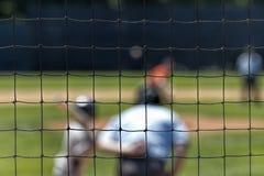 Cerca a través vista talud borroso del béisbol Fotos de archivo