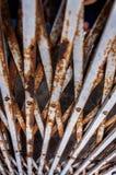 Cerca velha oxidada do ferro ondulado Foto de Stock Royalty Free