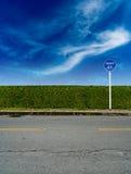 Cerca verde da conversão com sinal da bicicleta Imagem de Stock Royalty Free