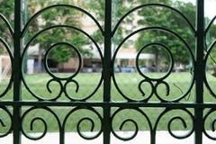 Cerca verde del hierro labrado Fotografía de archivo libre de regalías