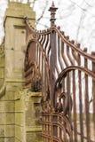 Cerca vieja, oxidada del hierro labrado Imagenes de archivo