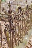 Cerca vieja, oxidada del hierro labrado Foto de archivo