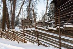 Cerca y cabañas de madera de madera Foto de archivo libre de regalías