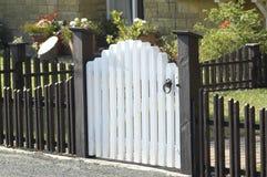 Cerca y puerta de piquete Fotografía de archivo libre de regalías
