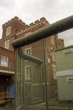 Cerca y torre, leyendo la cárcel Fotos de archivo libres de regalías