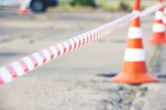 Cercado del cono de la cinta y del camino Imagen de archivo