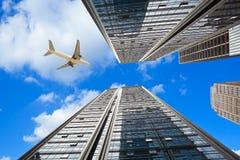 Cercando gli ambiti di provenienza moderni delle costruzioni della città Immagine Stock