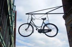 Cercando una bicicletta che appende in New York il 14 settembre 2014 Immagini Stock