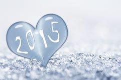 2015, cercano para arriba en un corazón del hielo Foto de archivo libre de regalías