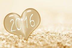 2016, cercano para arriba en un corazón del hielo Imagen de archivo libre de regalías