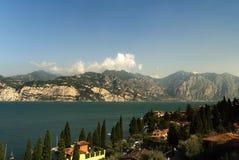 Cercare il lago dal castello di Malcesine sulla polizia Italia del lago Immagine Stock Libera da Diritti