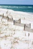 Cercas de la arena a lo largo de la costa Imágenes de archivo libres de regalías