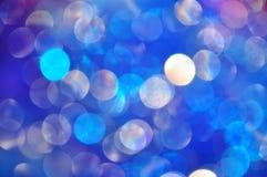 Cerchi blu lucidi pieni di luce variopinta, bolle blu fotografia stock
