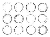 Cerchi disegnati a mano Cicli rotondi di scarabocchio, punti culminanti circolari di schizzo Insieme isolato vettore del cerchio illustrazione vettoriale