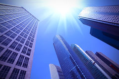 Cerchi gli edifici per uffici urbani moderni a Shanghai Fotografia Stock