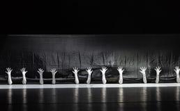 """Cerchi la sopravvivenza nell'cucitura-uomo in un  dello shelter†di dance""""No del ` s di insieme-Huang Mingliang Fotografia Stock"""