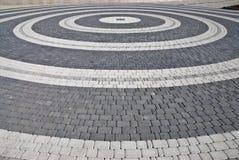 Cerchi in via della città. Fotografie Stock