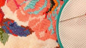 Cerchio blu con il filo ed il ricamo luminoso video d archivio