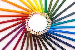 Cerchio delle matite colorate su priorità bassa bianca Fotografia Stock Libera da Diritti