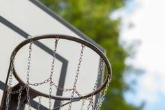 Cerchio di pallacanestro con la rete del metallo Fotografia Stock Libera da Diritti
