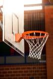 Cerchio di pallacanestro dell'interno Immagini Stock Libere da Diritti