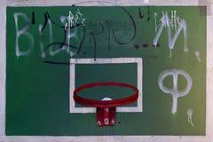 cerchio di pallacanestro e un piano di sostegno Fotografie Stock Libere da Diritti