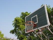 Cerchio di pallacanestro esterno Fotografia Stock
