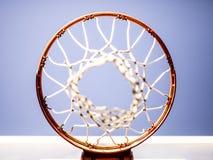 Cerchio di pallacanestro sparato da sopra fotografie stock