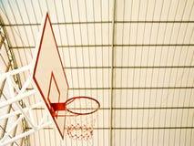 Cerchio di pallacanestro in stadio Immagini Stock