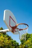 Cerchio di pallacanestro in una sosta Fotografie Stock Libere da Diritti