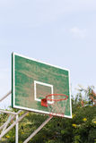 Cercle de basket-ball en parc Images stock