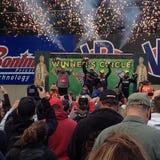 Cercle de gagnants aux courses de dragsters Photos stock