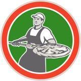 Cercle de pizza de Holding Peel With de Baker rétro Photographie stock libre de droits