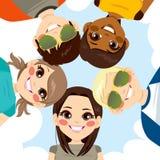 Cercle de sourire heureux d'adolescents Photo libre de droits