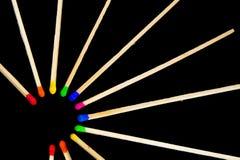 Cercle des allumettes avec des couleurs Photos stock