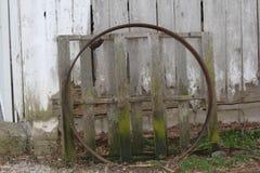 Cercle et palette rouillés image stock