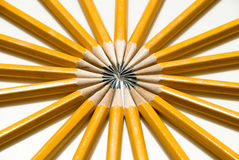 Cercle lumineux des crayons jaunes du numéro 2 Images libres de droits